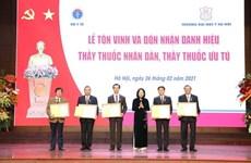 Honran a galenos destacados en el Día del Médico de Vietnam