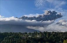 Volcán Sinabung en Indonesia reinicia su actividad