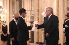 Embajador de Vietnam entrega cartas credenciales al presidente de Argentina