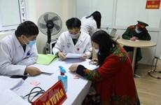 Voluntarios mayores participan en segunda fase del ensayo de la vacuna vietnamita Nano Covax
