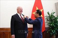 Confieren Medalla de Amistad de Vietnam a embajador de Rusia