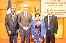 Funcionaria vietnamita recibe la Orden Nacional de la Legión de Honor de Francia
