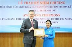 Condecoran a embajador estadounidense en Vietnam con distinción de amistad