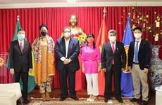 Vietnam dispuesto a promover cooperación multifacética con Surinam y Bolivia