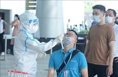 Realizan pruebas del COVID-19 a trabajadores del aeropuerto de ciudad vietnamita de Da Nang