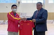 Vietnam obtiene victoria ante Irak en partido amistoso de futsal