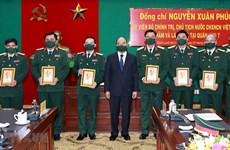 Presidente de Vietnam evalúa disposición combativa de unidades militares