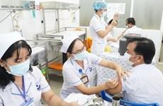 Proponen vacunar contra COVID-19 a expertos extranjeros en Vietnam