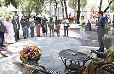 Políticos latinoamericanos rinden homenaje al Presidente Ho Chi Minh