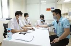 Más de 240 voluntarios reciben inyección de vacuna vietnamita Nano Covax contra COVID-19