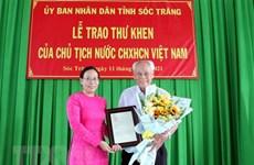 Presidente vietnamita honra a filántropo de 98 años de edad