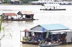 Cumplen residentes del origen vietnamita en Camboya reubicación de casas flotantes en río Tonle Sap