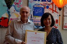 Comunidad vietnamita en Suiza apoya la lucha contra el COVID-19 en Vietnam