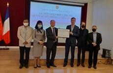 Compatriotas y amigos en Francia apoyan a lucha antiepidémica en Vietnam