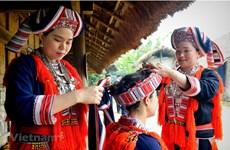Visitan mercado rural en la Aldea de Cultura y Turismo de Etnias Minoritarias de Vietnam
