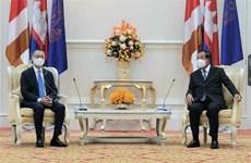 Primer ministro de Camboya resalta contribución del embajador de Vietnam