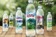 Presentan 100 maravillas naturales de Vietnam en botellas de agua La Vie