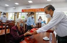 Expresan gratitud a personas con méritos revolucionarios en Vietnam