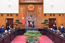 Premier vietnamita recibe a embajadora de Rumania