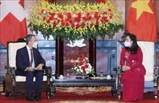 Suiza ofrece ayuda a Vietnam en lucha contra COVID-19