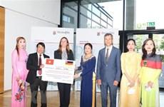 Vietnamitas recaudan fondo para apoyar a personas afectadas por inundaciones en Alemania