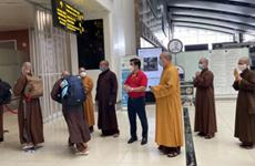 Monjes budistas vietnamitas se unen a la lucha contra el COVID-19