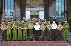 Primer ministro de Vietnam destaca papel de Policía Popular en lucha contra el coronavirus