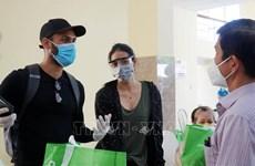Entregan obsequios a extranjeros afectados por el COVID-19 en Ciudad Ho Chi Minh