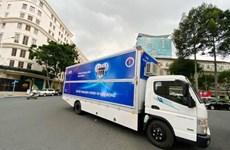Donan a Ciudad Ho Chi Minh vehículos de diagnóstico de conoravirus