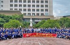 Cientos de médicos de Hanoi apoyan lucha antipandémica en el sur de Vietnam