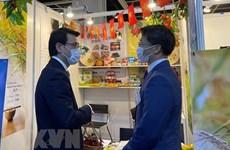 Vietnam amplía la cooperación con Hong Kong (China) en inversión y turismo