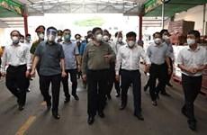 Primer ministro vietnamita pide promover participación pública en lucha contra el COVID-19