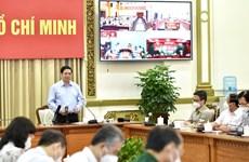 Primer ministro de Vietnam pide continuar apoyando la lucha antiepidémica en Ciudad Ho Chi Minh