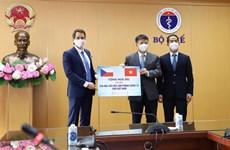 Recibe Vietnam miles de dosis de vacunas donadas por la República Checa