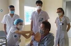 Vacunan contra COVID-19 al 23 por ciento de vietnamitas mayores de 18 años