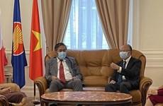 Diplomáticos de Laos en Francia felicitan a Vietnam por su Día Nacional