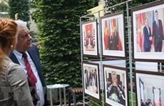 Exposición fotográfica en Praga realza desarrollo de Vietnam y lazos bilaterales