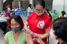 Organizan vacunación contra COVID-19 para trabajadores vietnamitas en Malasia