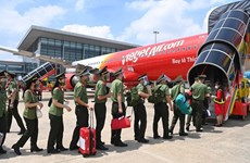 Vietjet transporta casi mil efectivos a Ciudad Ho Chi Minh para apoyar la lucha antipandémica