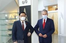 Titular del Legislativo de Vietnam se reúne con presidente de Finlandia