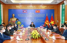 Vietnam y Laos fortalecen el intercambio de teorías entre dos partidos