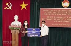 Vicepresidenta vietnamita entrega obsequios a favor de lucha contra el COVID-19