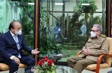 Presidente vietnamita se reúne con el general cubano Raúl Castro Ruz
