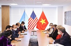 Presidente vietnamita dialoga con amigos estadounidenses