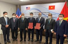 Rubrican empresa petrolera vietnamita y grupo estadounidense importante acuerdo de cooperación