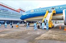 Aeropuerto vietnamita recibe a pasajeros procedentes de Francia con pasaportes de vacunación