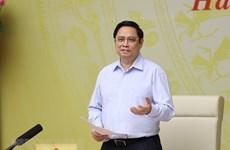 Premier vietnamita preside teleconferencia con las empresas