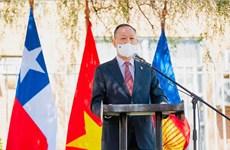 Exhibición de pinturas marca 50 aniversario de nexos diplomáticos Vietnam-Chile