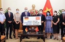 Valiosos aportes de comunidades internacionales a lucha contra COVID-19 en Vietnam
