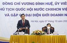 Presidente de la Asamblea Nacional de Vietnam se reúne con la comunidad empresarial
